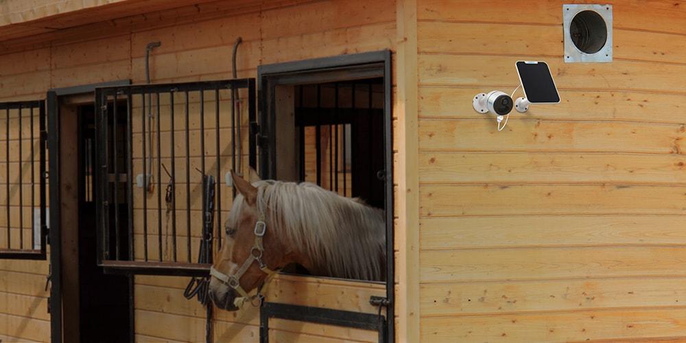 Kabellose 4G Überwachungskamera auf der Farm